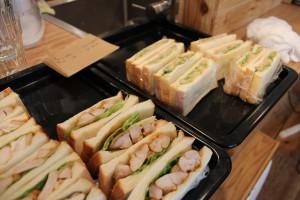 今日のサンドイッチはアボガド&ツナとタンドリーチキンの2種類。美味しかった!