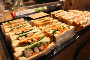 BLTと鶏と人参のサンドイッチ