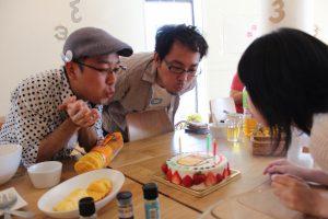 ケーキと3人